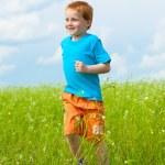 Happy boy run in the field — Stock Photo #4711113