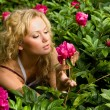 Lovely young woman relaxing on a garden — Stock Photo