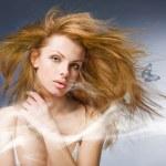 Retrato mujer hermosa joven con mariposa — Foto de Stock   #4713737