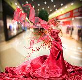 Vacker flicka i röd klänning — 图库照片