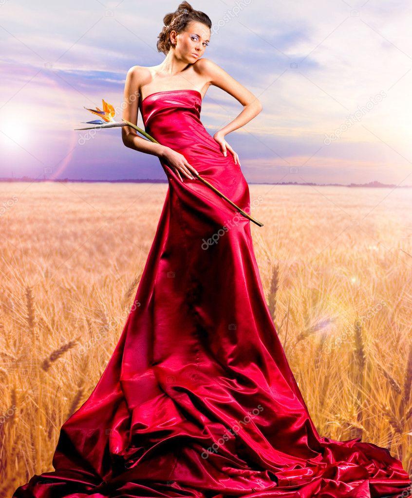 Платья Poza