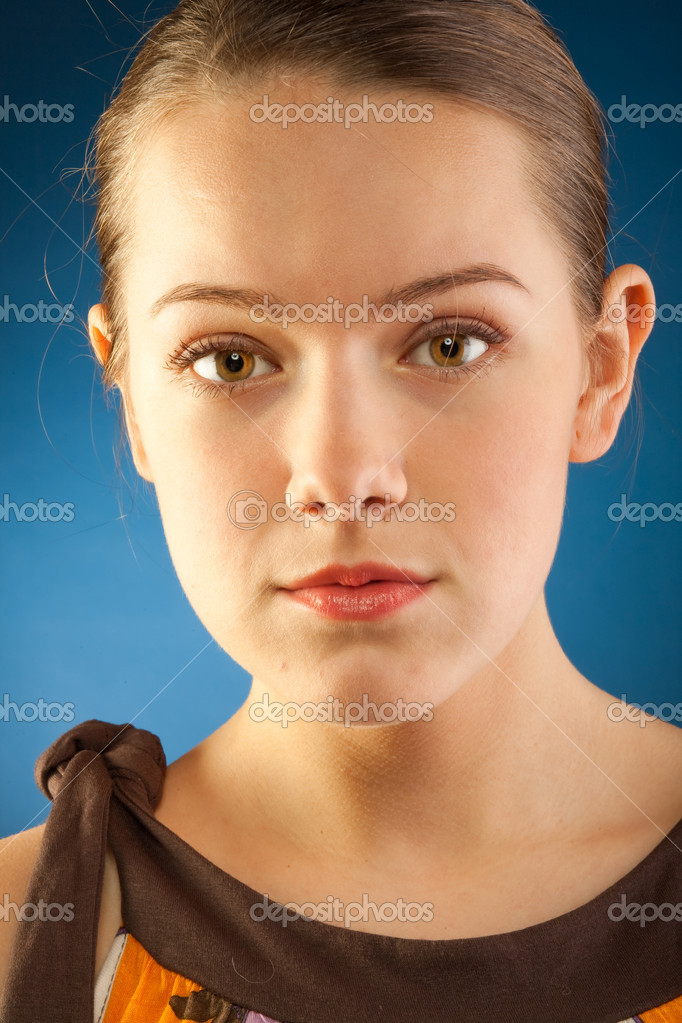 Portrait of a beautiful young luxury woman — Stock Photo #4712684