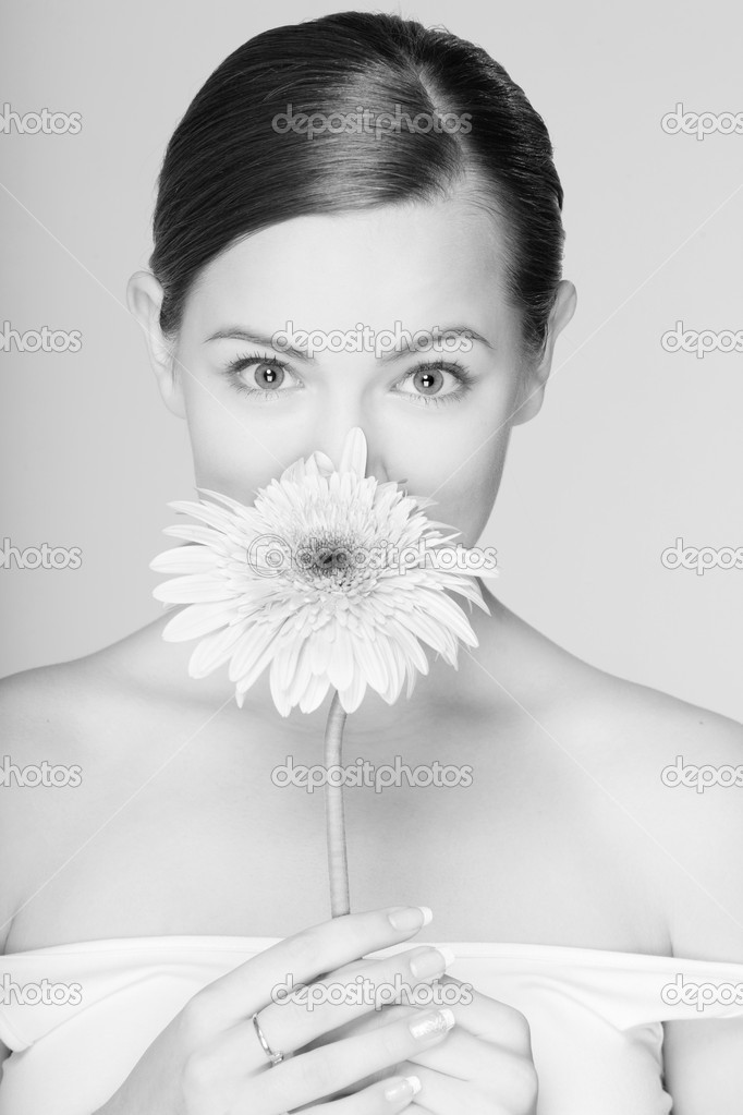 Portrait Beautiful girl with flower — Stock Photo #4712734