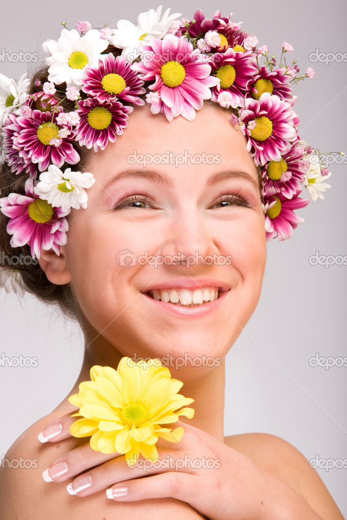 Portrait of Fresh and Beautiful girl with flowers — Stock Photo #4712811