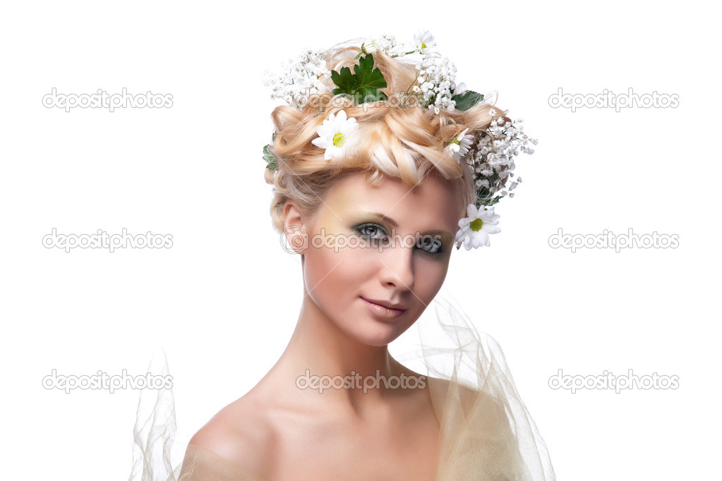 Beautiful young woman with fresh spring flowers in her hair — Stock Photo #2985120