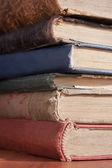 Starych książek w bibliotece — Zdjęcie stockowe