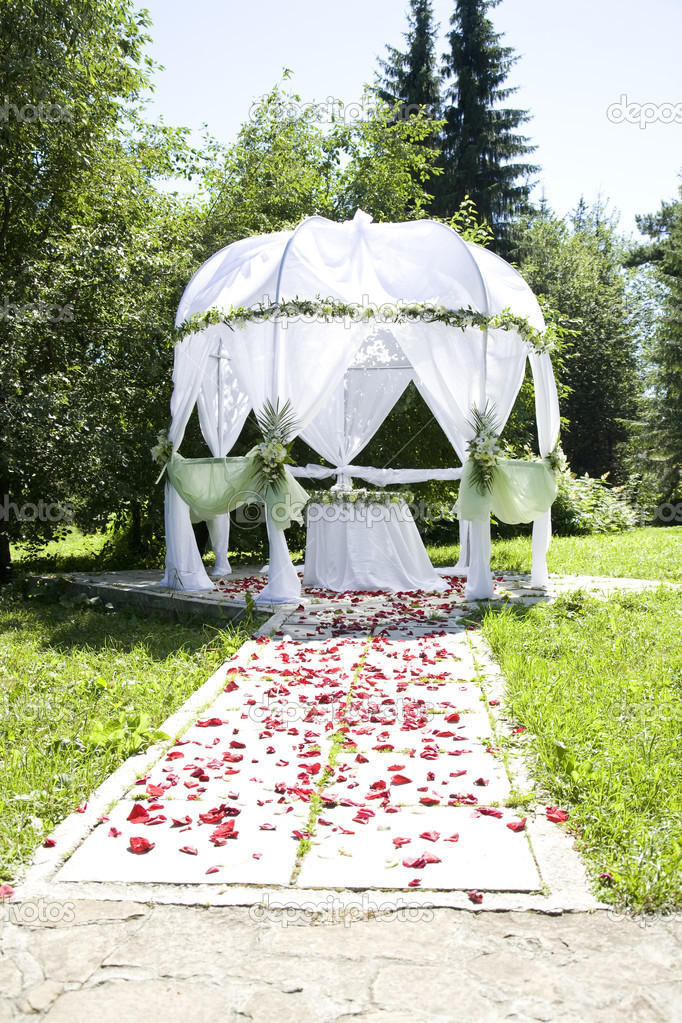 White wedding tent in green summer park — Stock Photo #3585611