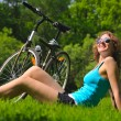 Sitting woman and bike — Stock fotografie