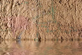 Pared de grunge en agua — Foto de Stock