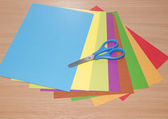 Sada různobarevné papír a nůžky — Stock fotografie