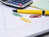 业务日记、 笔和计算器 — 图库照片