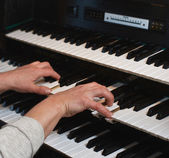 Hands on an organ keyboard — Stock Photo