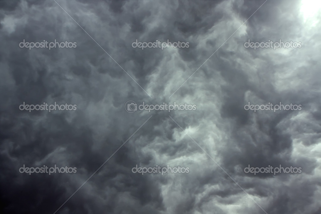Overcast sky with dark storm rain clouds — Photo #3390928