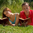 Сouple reading and relaxing — Стоковое фото