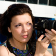Female photographer takes a photo — Stockfoto