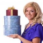 vrouw met cadeau — Stockfoto