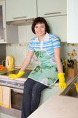 Young woman cleaning the kitchen. — Stock Photo