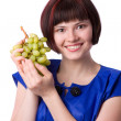 Woman holding a bunch of green grapes — Stockfoto