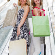 Beautiful young women shopping. — Stockfoto