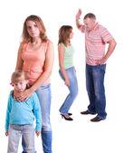Föräldrar svär och barn drabbas av. — Stockfoto