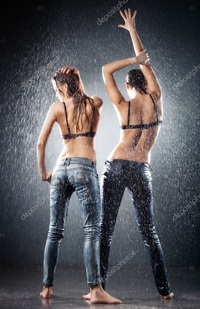 Young sexy women. Water studio photo. — Stock Photo #3071399