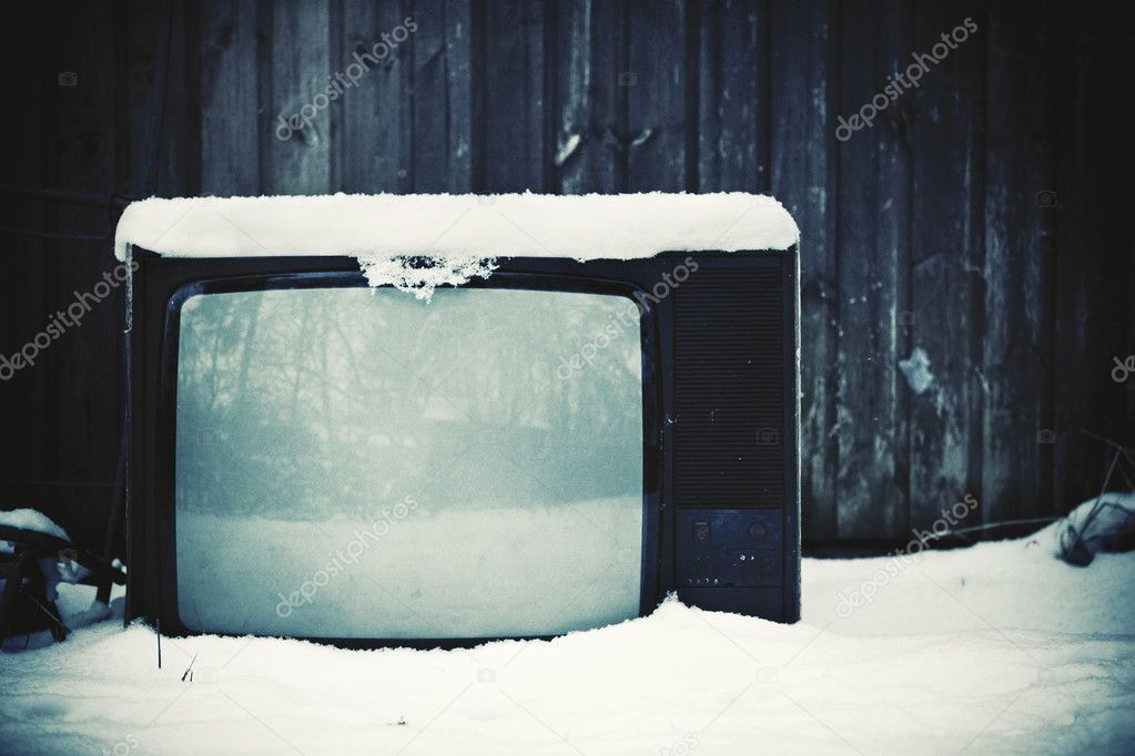 Old useless TV concept. Winter season. — Stock Photo #3071488