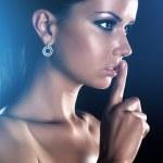młoda kobieta wyświetlone handsign spokojnej — Zdjęcie stockowe