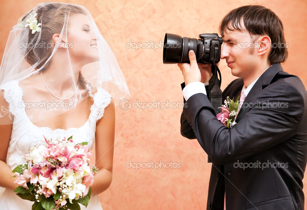 Husband taking picture of his wife on wedding. — Stock Photo #3739818