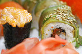 Close-up sushi japonés colorido conjunto — Foto de Stock