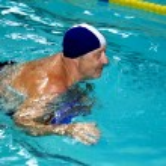 Active happy senior man in swimming-pool — Stock Photo