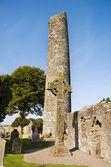 Monasterboice - Round tower and High Cross — Stock Photo