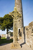 Monasterboice - The Tall Cross and Round Tower — Stock Photo
