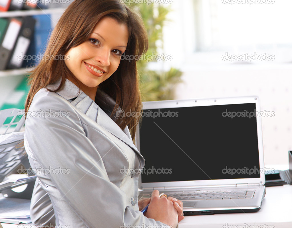 Young business woman showing blank laptop screen ready for your text and promotion — Stock Photo #3071256
