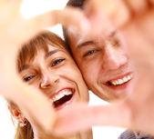 Pareja sonriente feliz en el amor, sobre fondo blanco — Foto de Stock