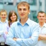 närbild porträtt av ett framgångsrikt företag team skratta tillsammans — Stockfoto