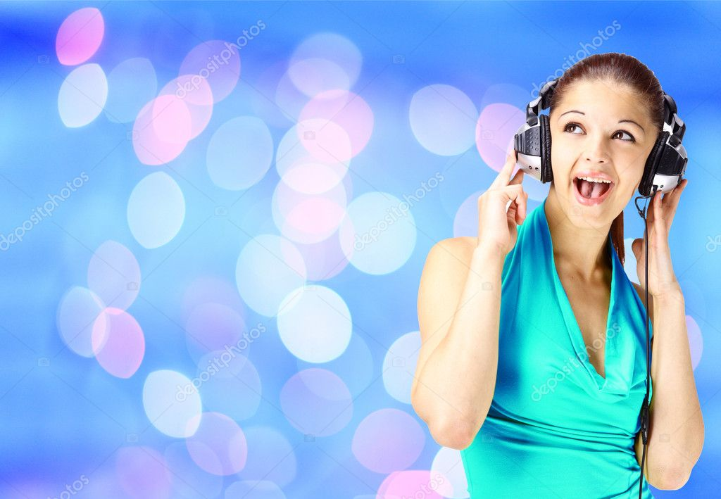 Woman listening to music  — Stock Photo #4673320