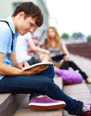 Young man read book — Stockfoto