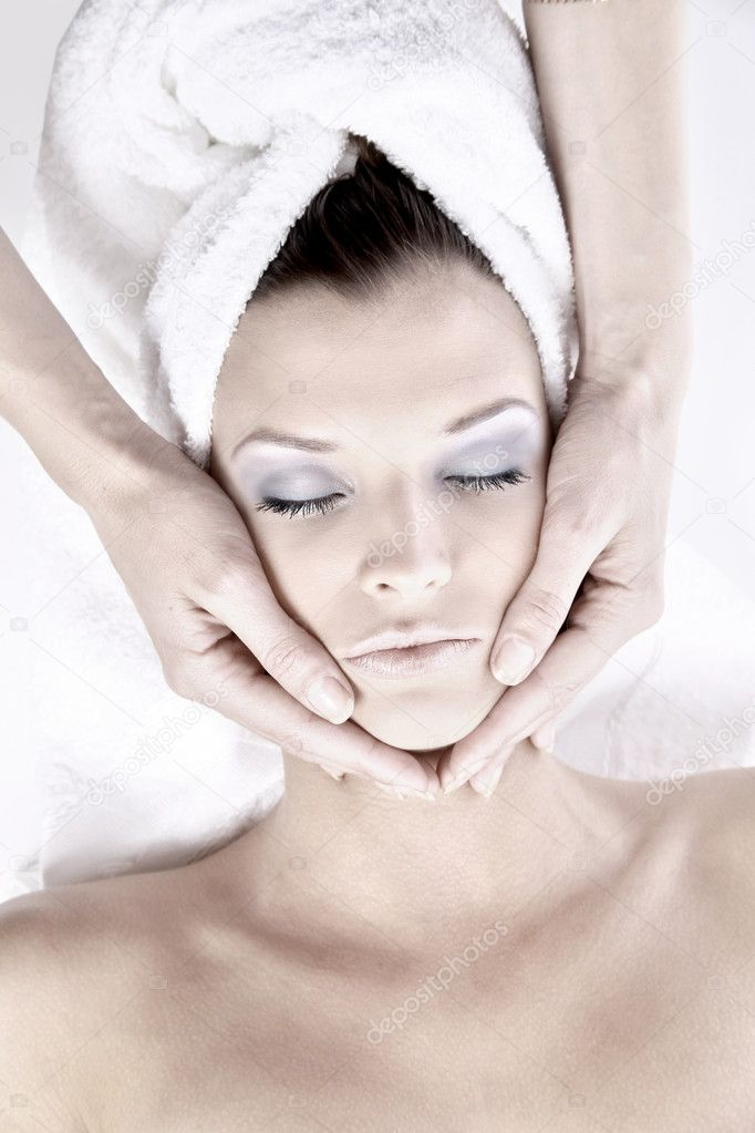 Beautiful young woman receiving facial massage — Stock Photo #4840840