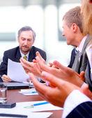Brawo razem zespół szczesliwym biznesem — Zdjęcie stockowe