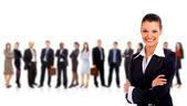 Leider en haar team, jonge aantrekkelijke bedrijf met focus alleen op bu — Stockfoto