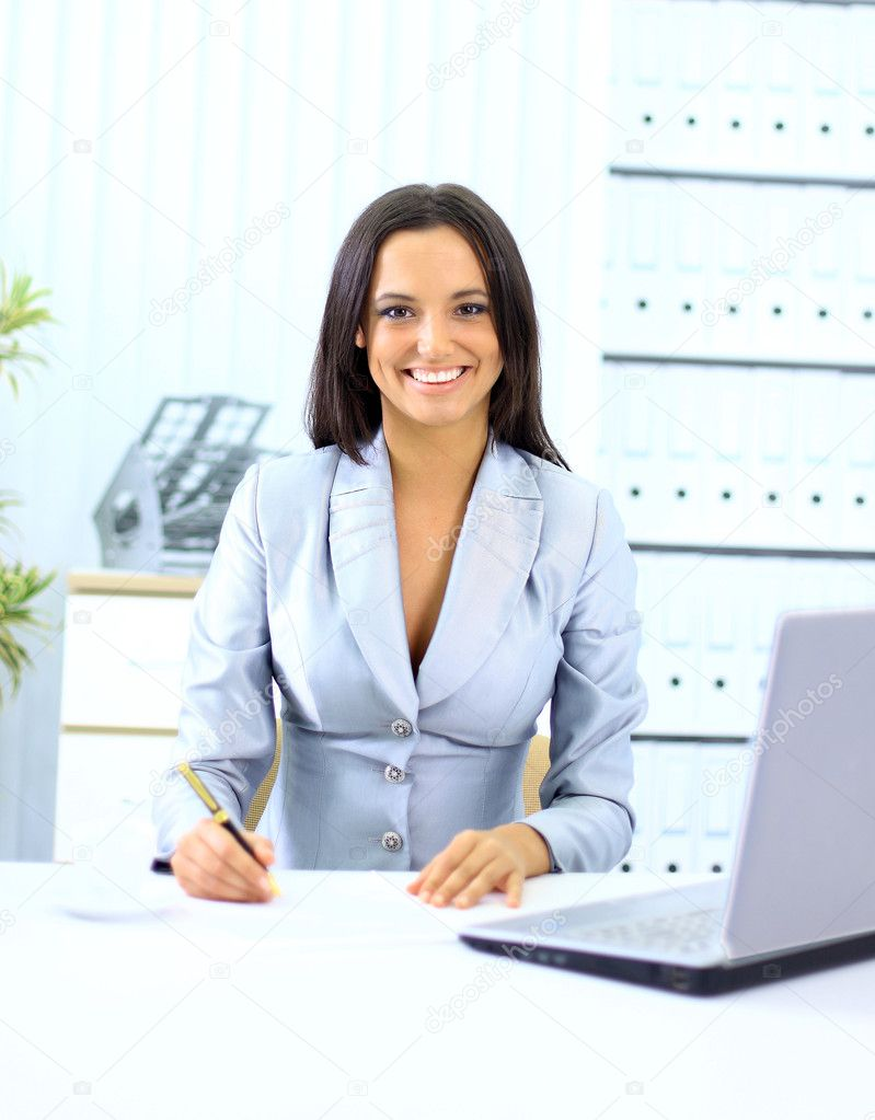 Young happy smiling businesswoman working at office  — Stock Photo #5140500