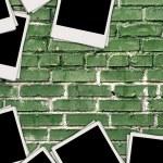 foto bianche su sfondo di mattoni — Foto Stock