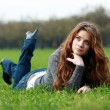 Girl on green grass — Stockfoto