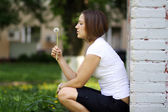 Womanl blows on a dandelion — Stok fotoğraf