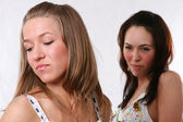 Mujeres par - rubias contra la morena — Foto de Stock