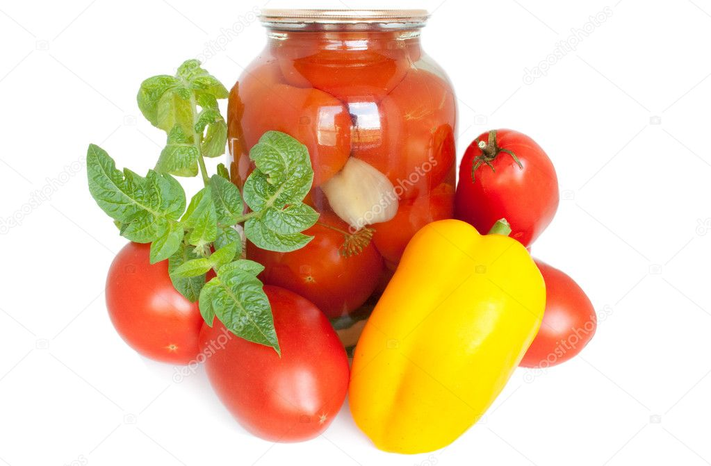 Canned tomatoes together with fresh tomatoes and pepper — Stock Photo #2943793