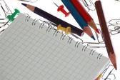 Poznámka: a tužky s svorky — Stock fotografie