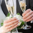 Hands with rings and glasses of wine — Stock Photo