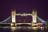 Tower Bridge illuminated at night time — Stock Photo