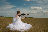 Bride & violin — Stock Photo